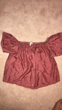 Urban outfitters off shoulder shirt Size M  Mississauga, L5M 5V5