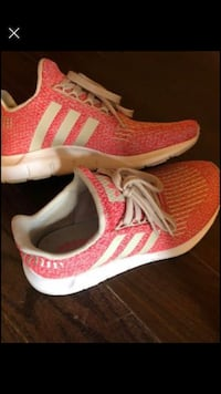 Adidas size 7 like new (wide width) Vaughan