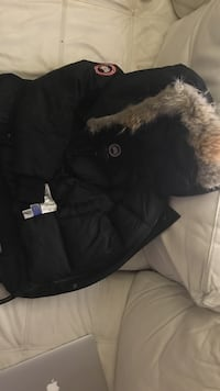 Youth Canada Goose bomber jacket. Size youth medium, fits women size xxs Toronto, M6K 1G6
