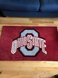 Red, gray black and white Ohio State rug