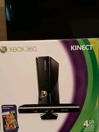 6/6  Xbox 360 4GB Console With Kinect Video Game Systems Very Good 2Z  Richmond Hill, L4E 4R8