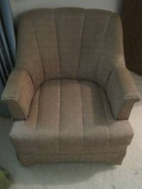 Swivel Chair (local delivery $10) Bettendorf