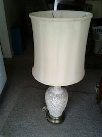 Tall beige lamp with large base  Louisville, 40216