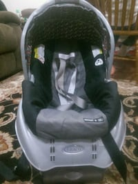 baby's gray and pink Graco car seat carrier Woodbridge, 22191
