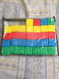 32 plastic blocks in excellent condition