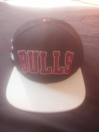 black, red, and white Chicago Bulls snapback cap