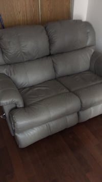 gray leather 3-seat recliner sofa Brampton, L6S