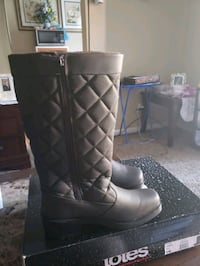Have a pair of boots for sale and good condition n Frederick, 21702