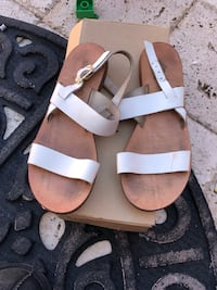 pair of brown leather sandals South Gate, 90280