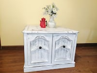 White Farmhouse Side Table Independence, 64055