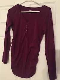 Like new burgundy pullover top with buttons brand name Old Navy
