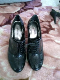 pair of black leather pointed-toe heeled shoes Imperial Beach, 91932