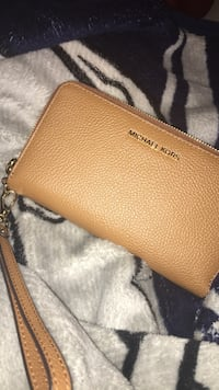 brown Michael Kors leather wristlet Alexandria, 22314