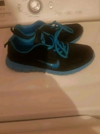 NIKE RUNNING SHOES SIZE 8 Montréal, H1S 1N8