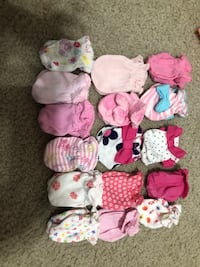 Lot of Baby Girl hand mittens Halethorpe, 21227