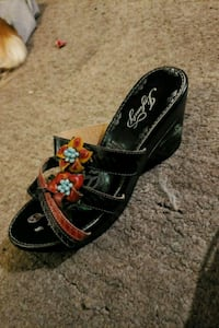 pair of black leather sandals 3151 km