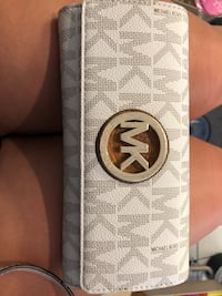 white and gray Michael Kors leather wallet Revere, 02151