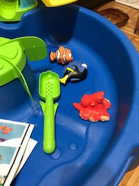 Finding dory water table - almost new Montréal, H3W 2Z9