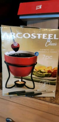 7 pieces Fondue Set ( pick up in Airdrie) BNIB