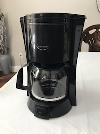Coffee maker, medium size in clean condition