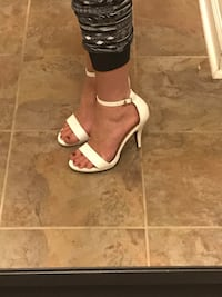 White strappy heels (size 8) Columbia, 21046