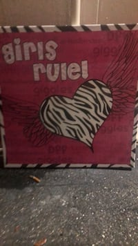 Paint says girls rule  652 mi