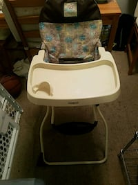 baby's white and gray highchair Silver Spring, 20906