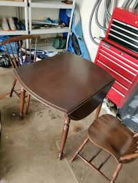 Roxton drop leaf small dining table with 2 chairs St. Catharines, L2M 7B3