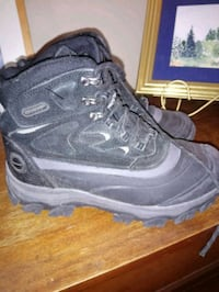 Mens hiking boots  London, N5W 2G4