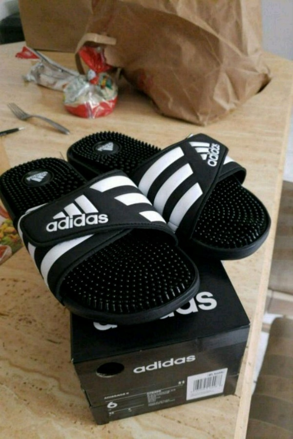 4cf8cea6c73 Used Youth size Adidas slippers size 6 for sale in San Jose - letgo