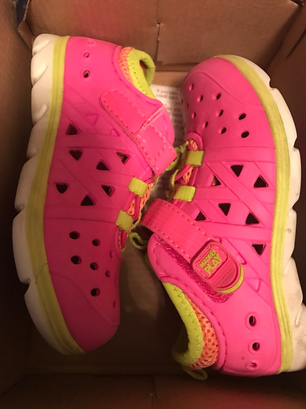 4c2b15b59 Used Toddler s pink rubber clogs for sale in Hempstead - letgo