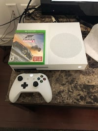Xbox One S 500GB with Games & Controller Surrey, V3W 1S3