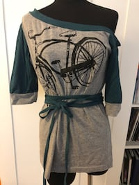 Off-shoulder bicycle top Size S/M New Westminster, V3L 0J1