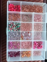 Assorted color bead lot in case Union Bridge, 21791