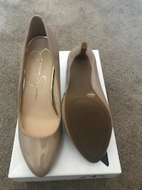 pair of beige leather pointed-toe flats San Diego, 92115