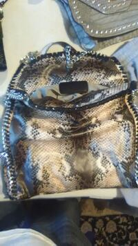 Multiple name brand purses and wallets Omaha, 68114