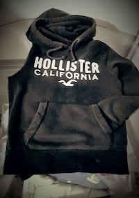 black and white Hollister pullover hoodie Baden, N3A 4R5