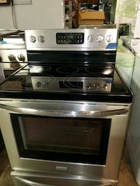Frigidaire glass top electric stove working perfec Baltimore, 21223