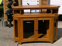 Oak wood TV stand with cabinet Hamilton, L8V 4K5