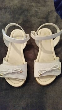 Girl's White Sandals Size 1 Clovis, 93611