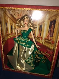 2011 Holiday Barbie Doll Hampton, 23666