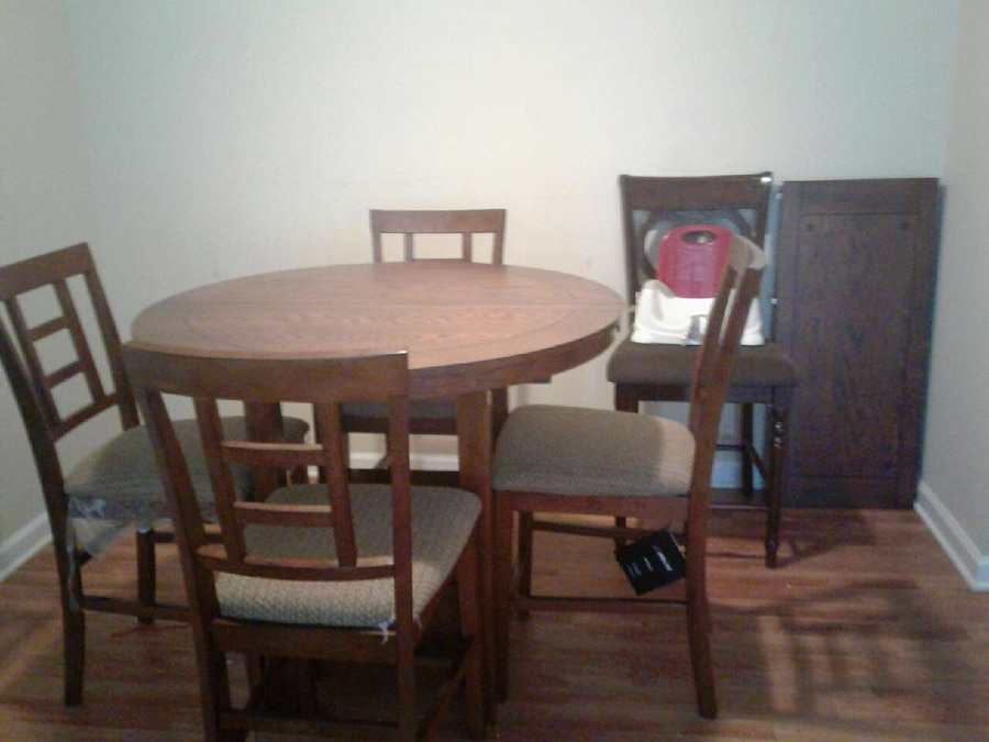 ... Ashley Furniture Pineville Nc By Letgo 5 Chairs Expandable Dining Set  In Pineville Nc ...
