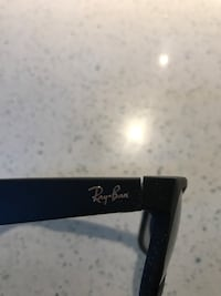 Black framed ray-ban wayfarer sunglasses Langley, V3A 1G8
