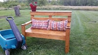 Solid pine bench for 2! Painesville, 44077