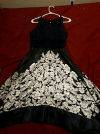 women's blue and white floral sleeveless dress Barrie, L4M 6W2