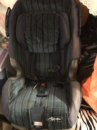 baby's black and gray car seat 馬卡姆, L3S 3M6