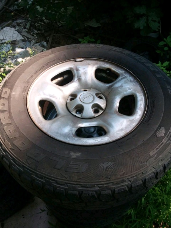 gray 5 jeep rims with good tires no rust
