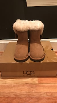 Kids Uggs boots size 4 Baltimore, 21215