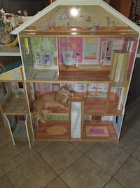 brown and pink doll house null