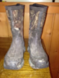 Boys original muck boots the rugged camouflage in excellent condition boys size one. Weston, 26452